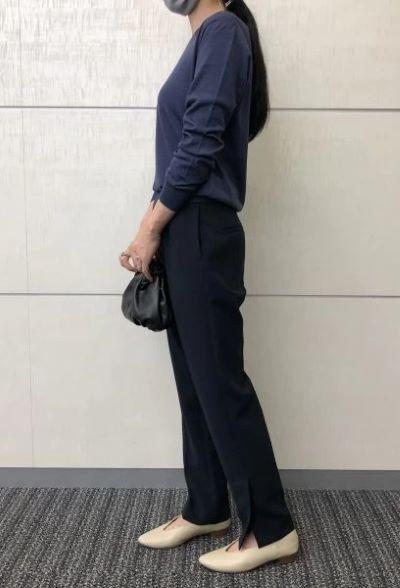 村山佳世子×SLOANE 【スタイリスト村山佳世子さん別注】ウールシルクカシミヤVネック ¥31,900(税込)