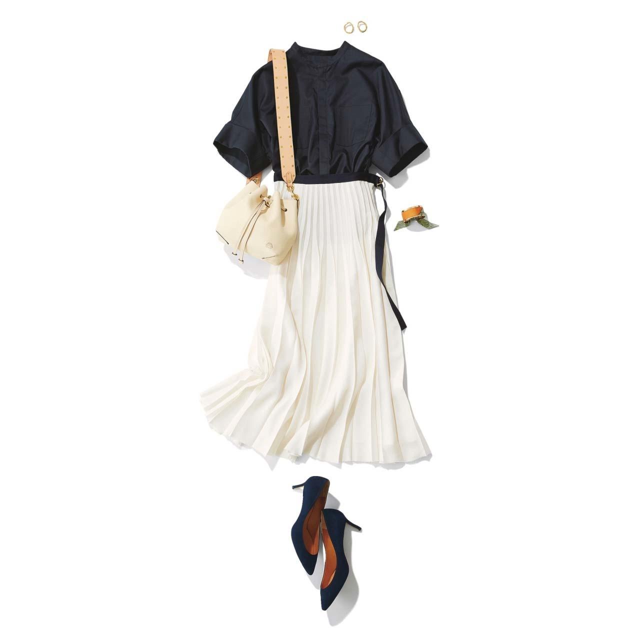 ブラウス×白のプリーツスカートコーデ