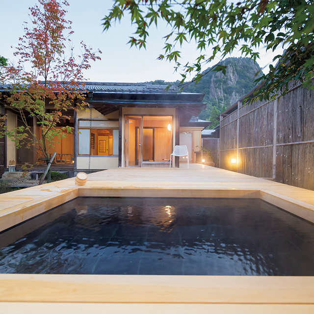 御船山を望む「佳松」の露天風呂