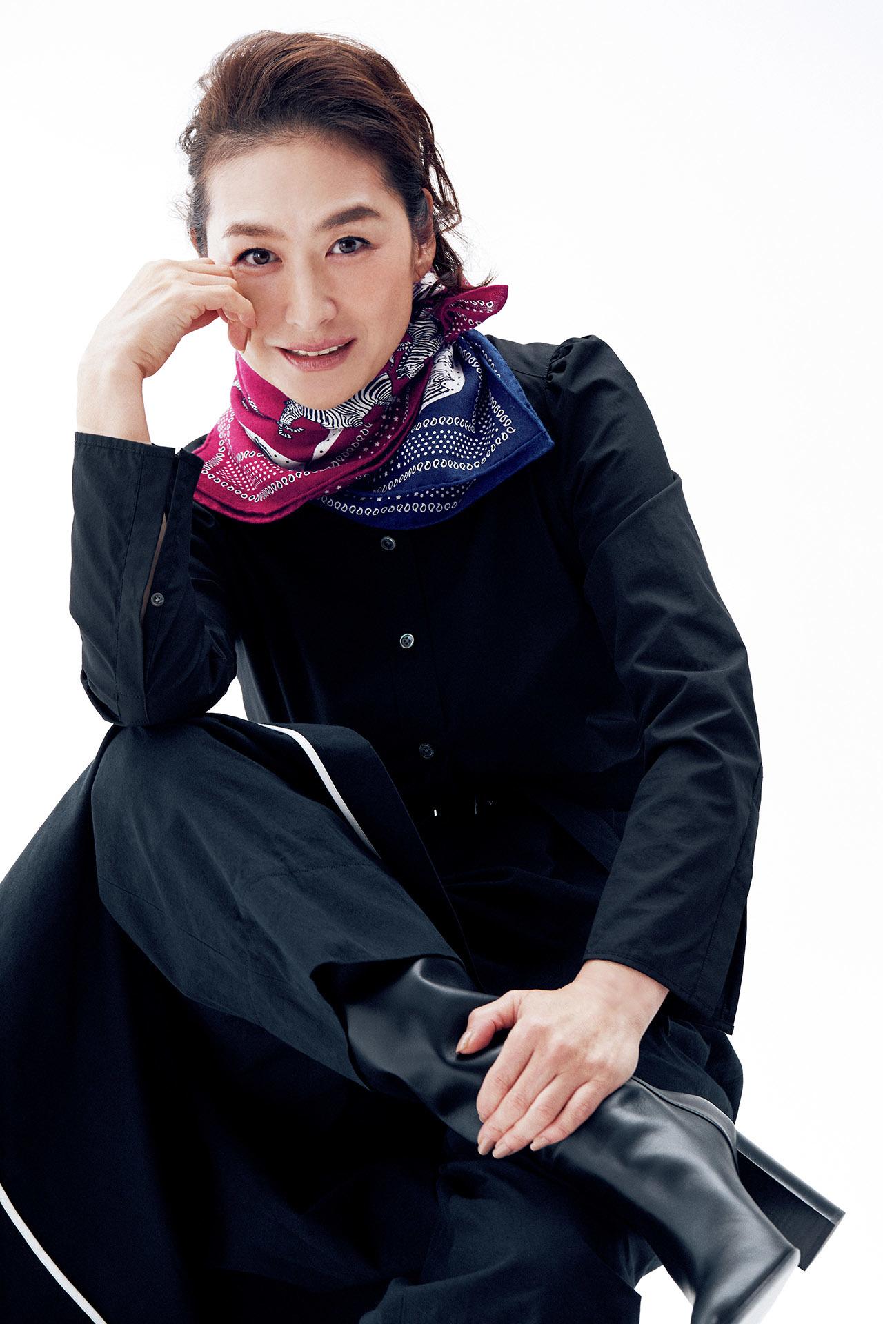 亜希、エルメスのスカーフをまとう 五選_1_1-2