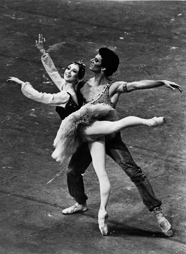 '84年、ニューヨークのメトロポリタン歌劇場100周年記念の舞台で踊る。