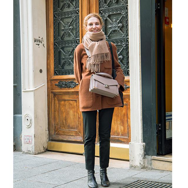 ヨーロッパマダムのトレンド バッグは重心高め&斜めがけで脚長効果