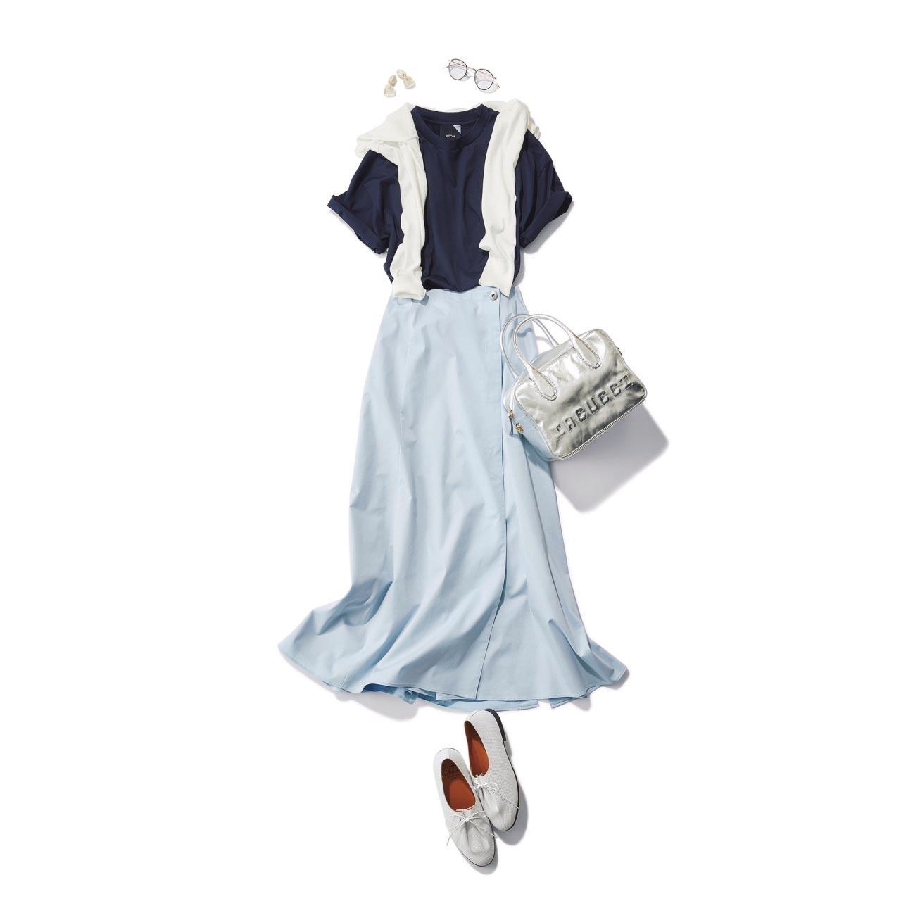 ■ネイビーTシャツ×ライトブルーのハリ感スカートコーデ