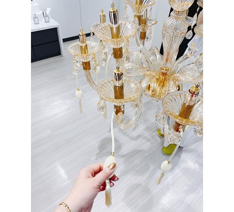 べレアラボにあるのはさまざまな香りを試せるアート作品のセントシャンデリア