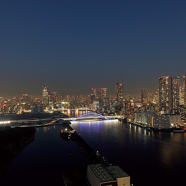 隅田川を俯瞰する夜景もほかにはないビュー。