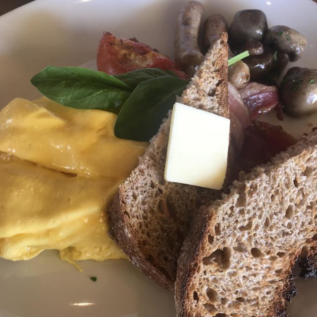 休日は、『ゆるっと』な白コーデで世界一の朝食をいただきに♡_1_2-2