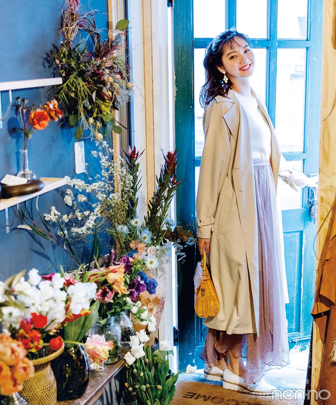 新川優愛はとろみトレンチコート&透けスカートで春フェミニンを満喫!【毎日コーデ】