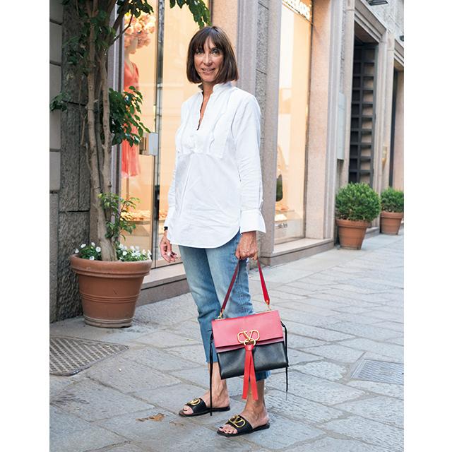 ひねりの効いたデザインが印象的! パリ&ミラノのマダム「白トップスコーデ」 五選_1_1-2