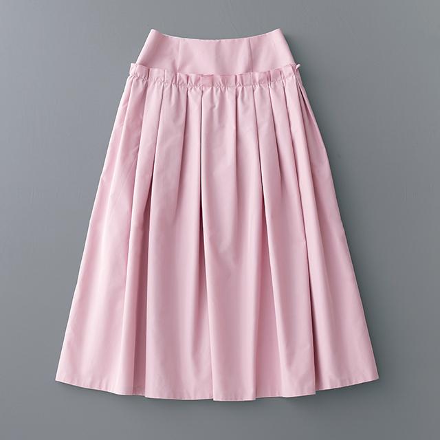 上品な着こなしができるシルク混タフタスカート
