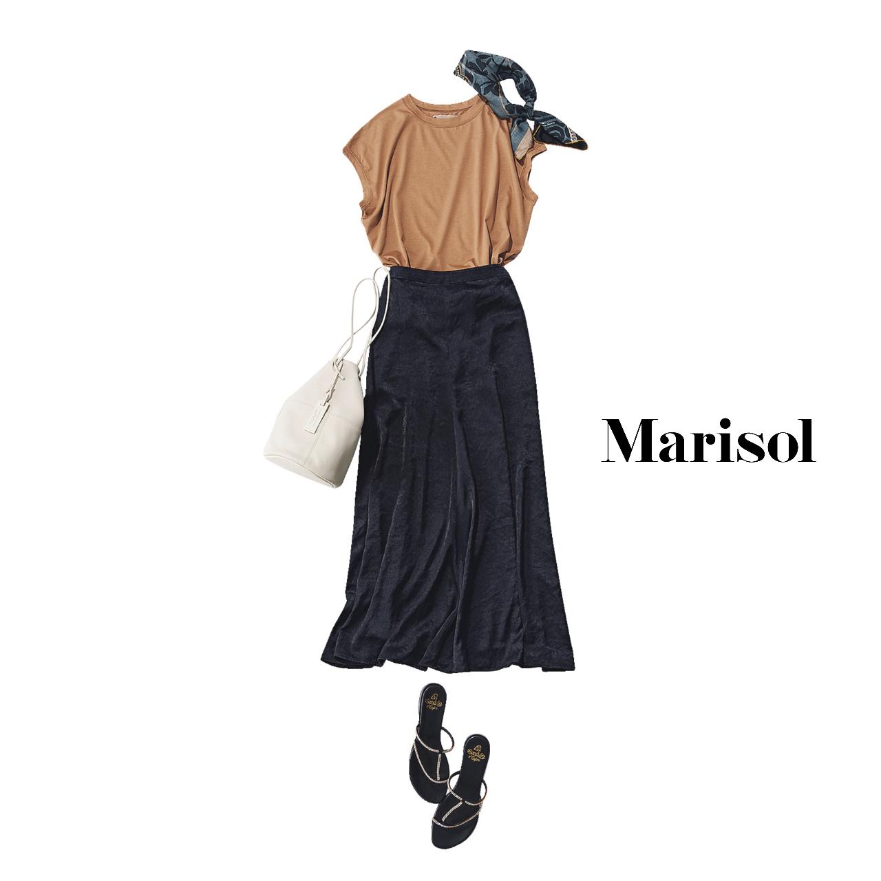 40代ファッション   テラコッタカットソー×黒スカート×サンダルコーデ