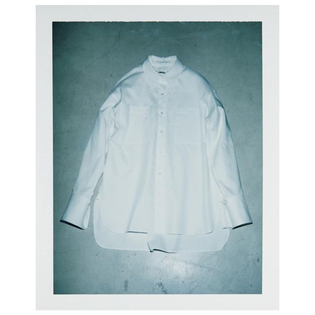 コキュカの白シャツ