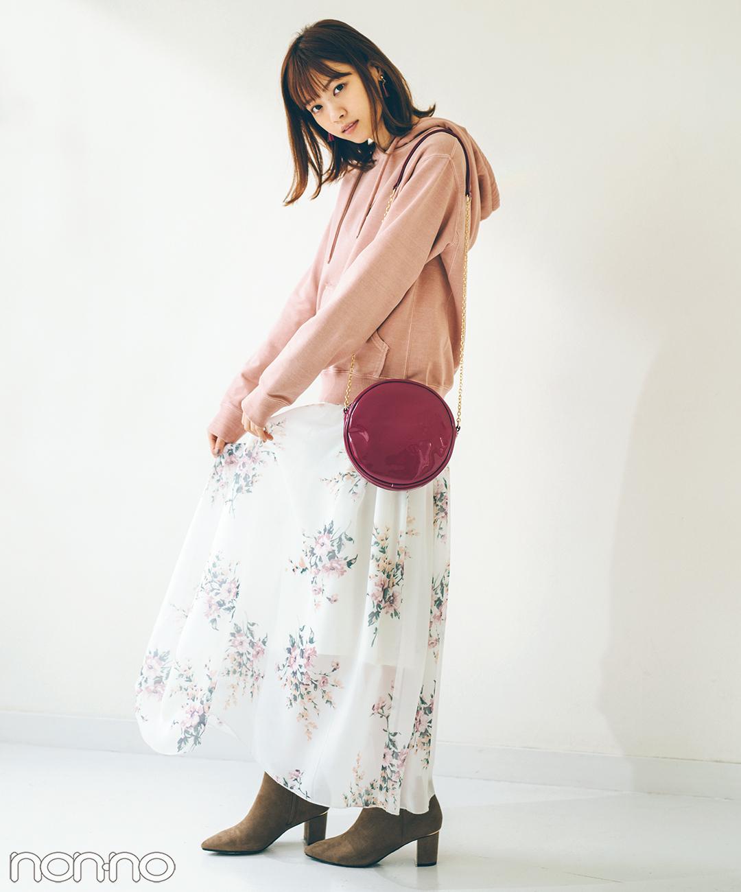 【春の花柄スカートコーデ】この春注目のフーディは花柄スカートで女子っぽ♡