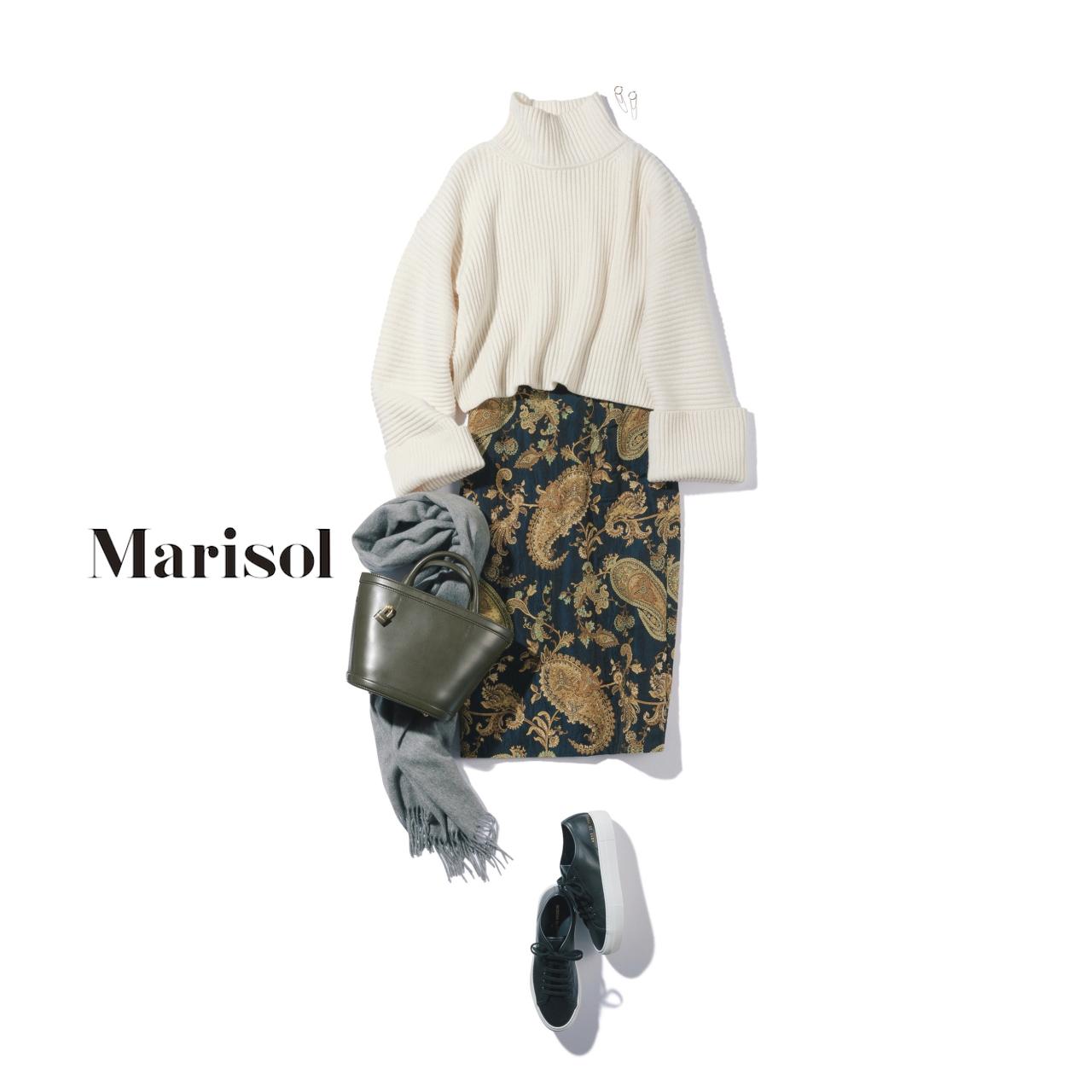 40代ファッション白ニット×柄スカート×スニーカーコーデ