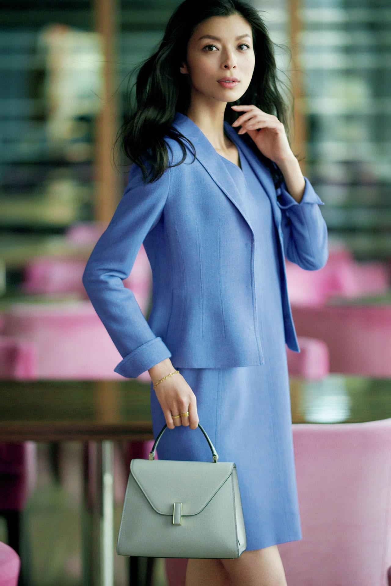 お仕事シーンで聡明さと誠実さを呼び起こす「品格ブルー」  五選_1_1-1