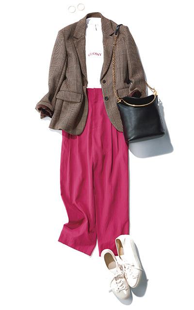 ピンクパンツとジャケットのコーデ