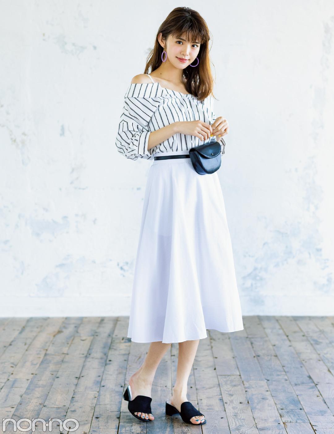 【夏のロングスカートコーデ】鈴木優華は、シングルカラーのフレアスカートですっきり大人っぽ♡