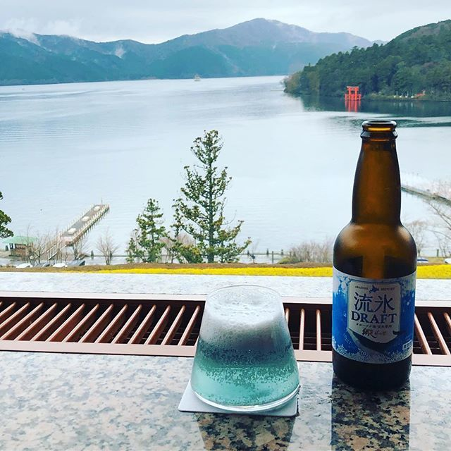 芦ノ湖畔の成川美術館で見つけた青いビール。雪をまとった富士山のように見える!_1_1