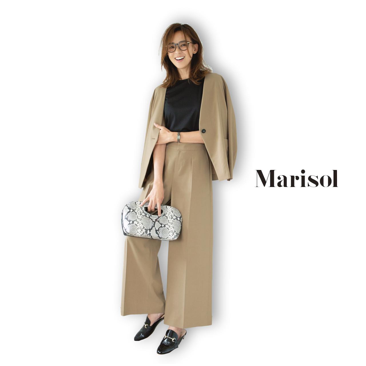 40代ファッション ベージュジャケット×パンツのセットアップコーデ