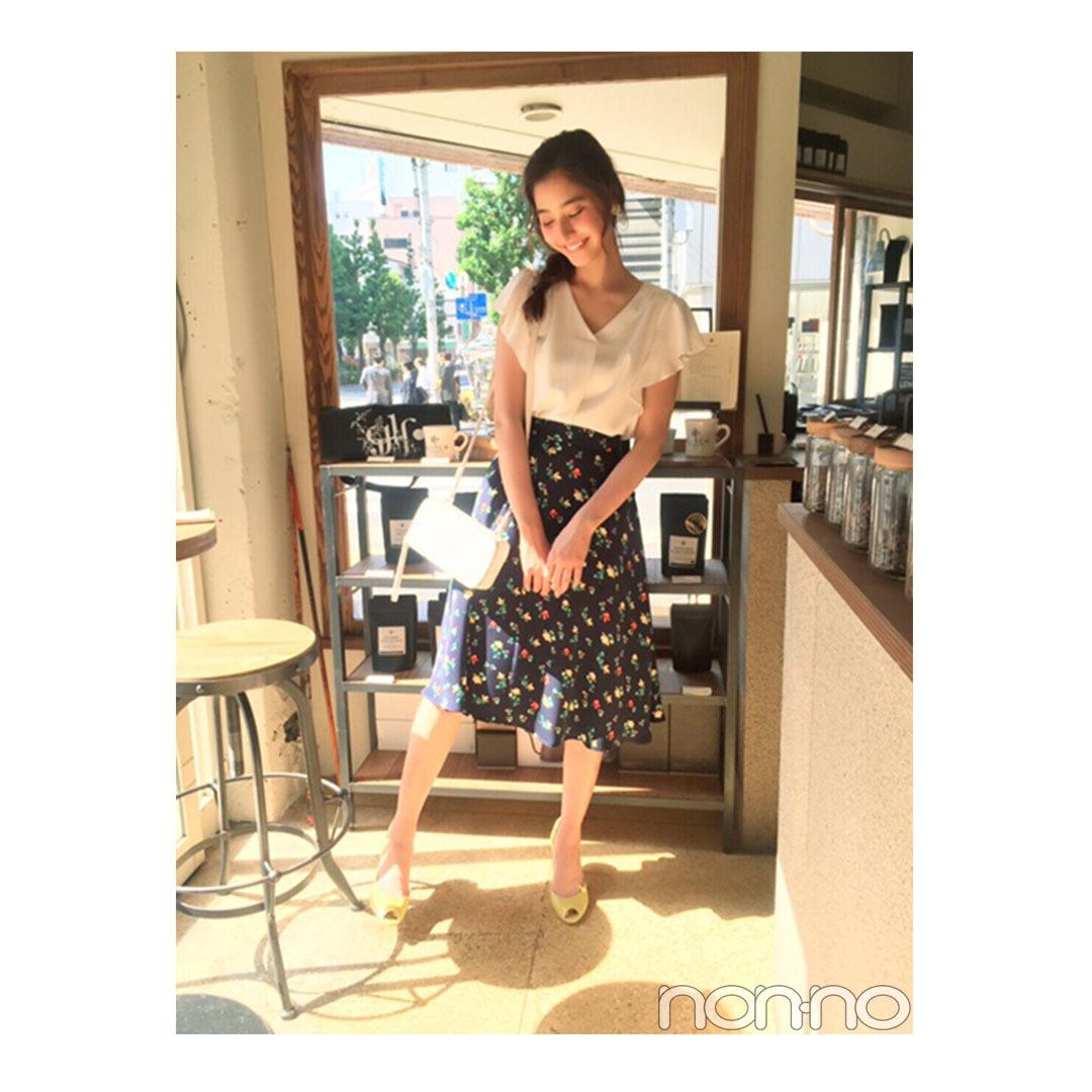 新木優子は白ブラウス×花柄スカートで鉄板モテ♡【毎日コーデ】_1_1