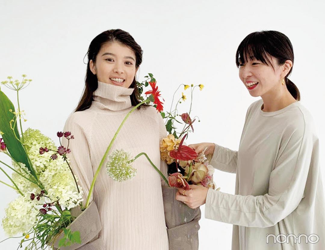 篠崎恵美さん(フラワークリエイター)と馬場ふみかのオフショット