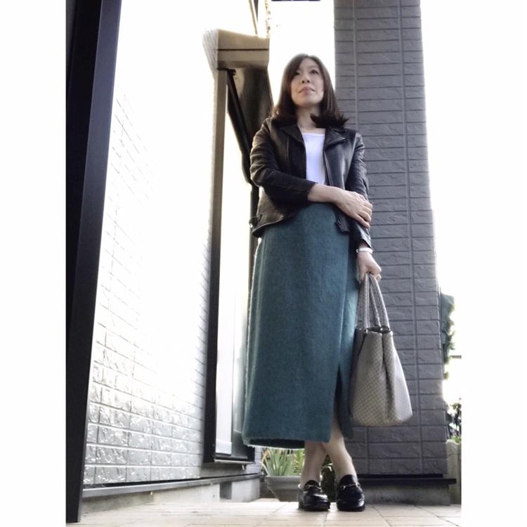 リアル通勤コーデ。穏やかな気候の木曜日はキャンディカラーのスカートを主役に!_1_1