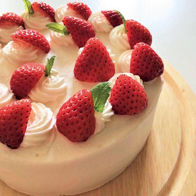 イチゴのショートケーキを美しく見せるコツを伝授。 写真映えします!(yakoさん)