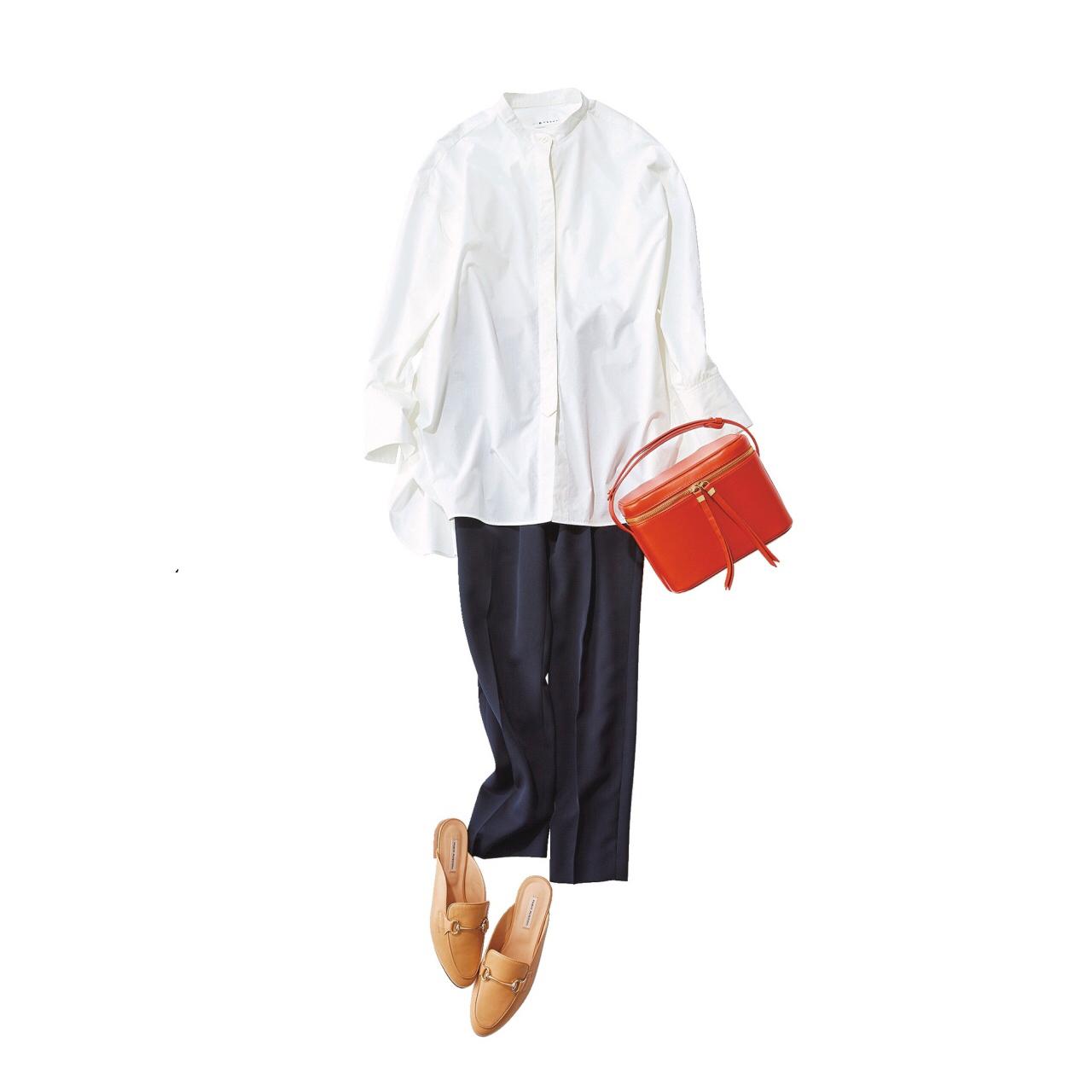 白バンドカラーシャツとネイビーパンツのコーデ