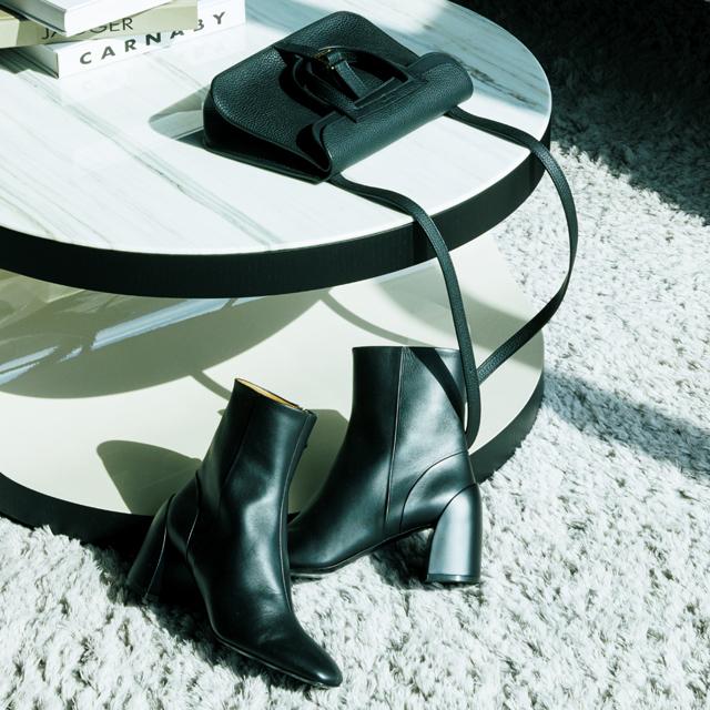 ミニショルダーバッグ×ショートブーツ