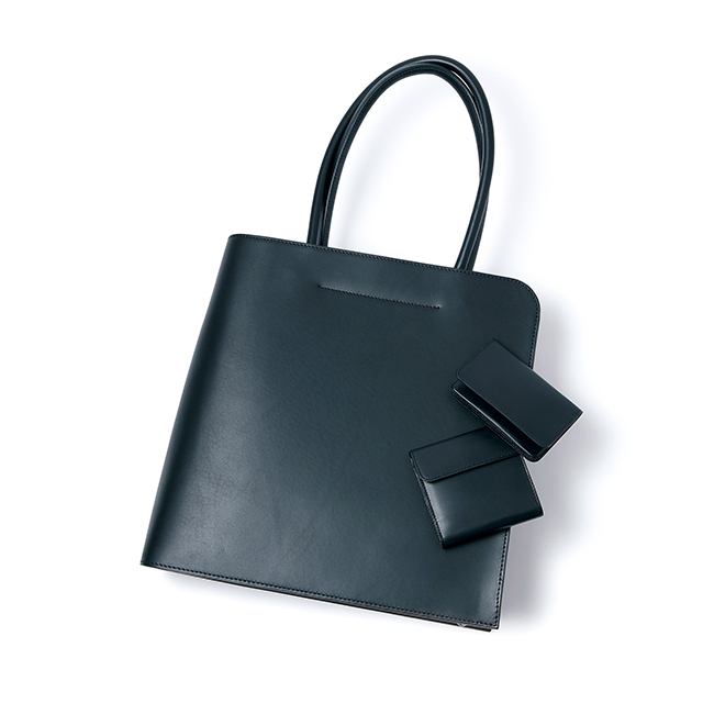 ブラックカラーのヌメ革を使用したビジネスバッグ