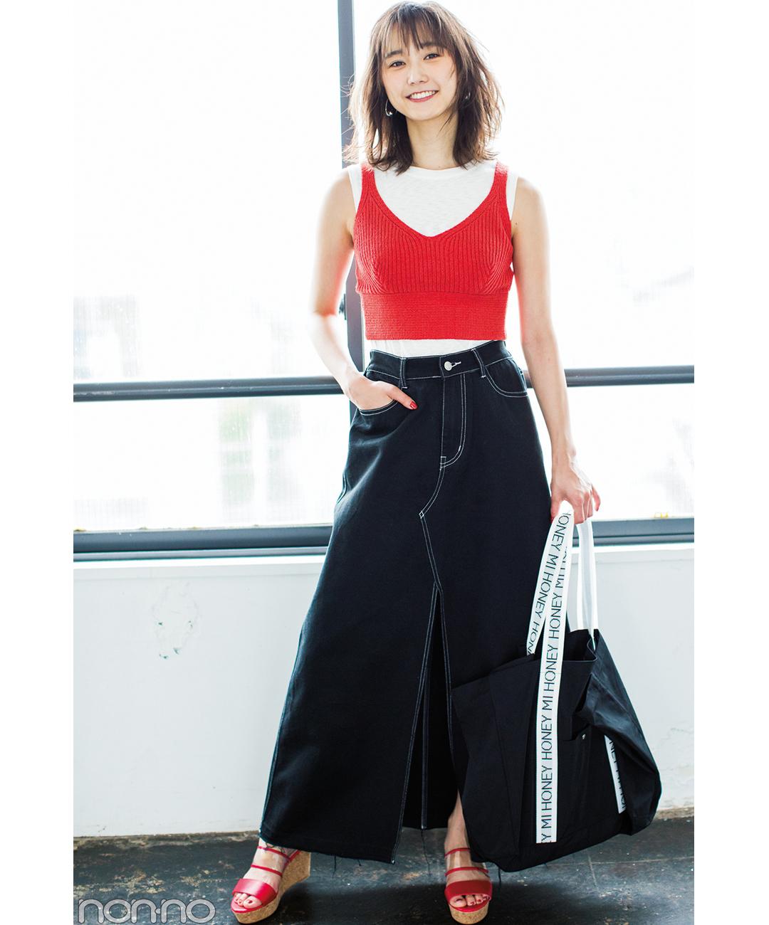 【夏のロングスカートコーデ】鈴木友菜は、デニム×ニットビスチェで色っぽ&女っぽ♡