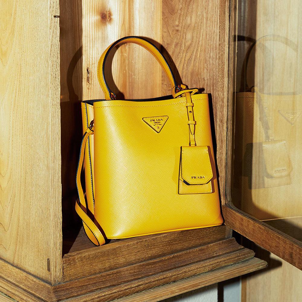プラダの黄色い新作バッグ「サフィアーノ」
