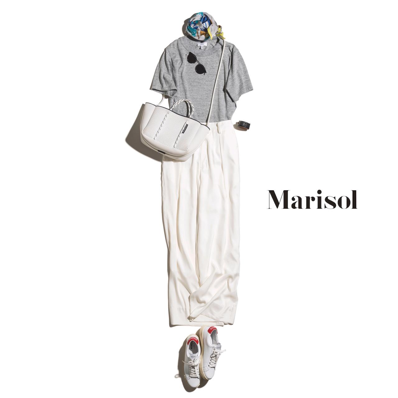 40代ファッション グレーTシャツ×白パンツ×スニーカーコーデ