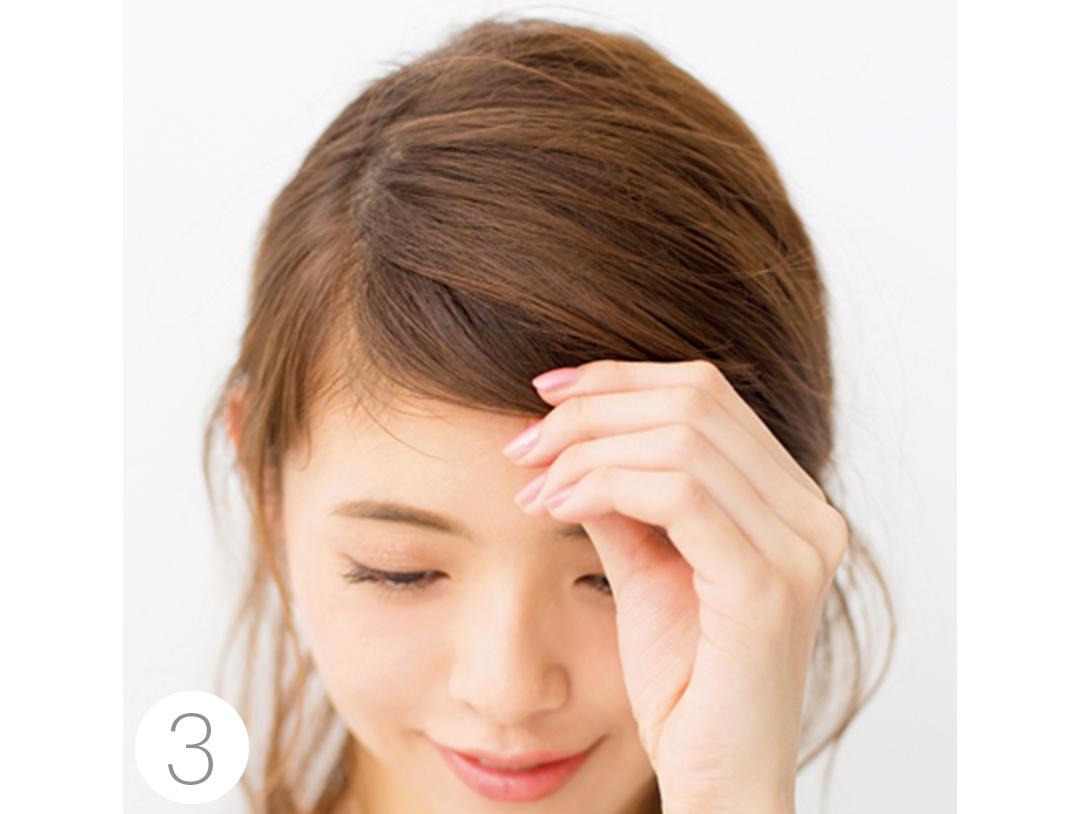 Vネックニットに映えるヘアアレンジは後れ毛がポイント!_1_2-4