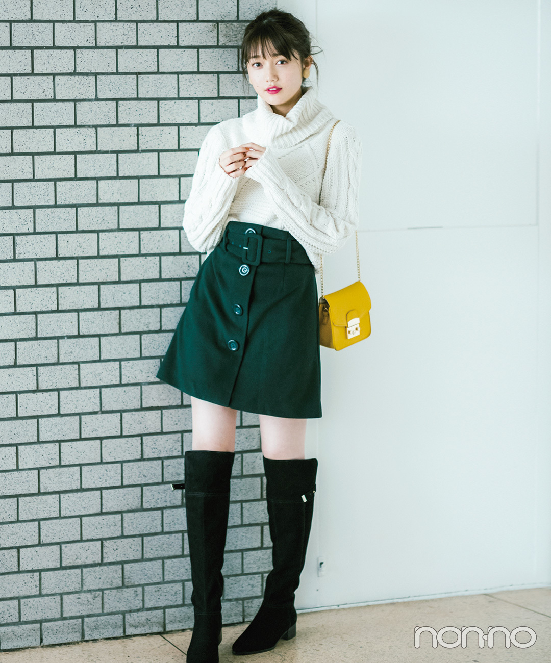 【台形ミニスカートコーデ】台形ミニスカートはロングブーツで新しいバランスに♡