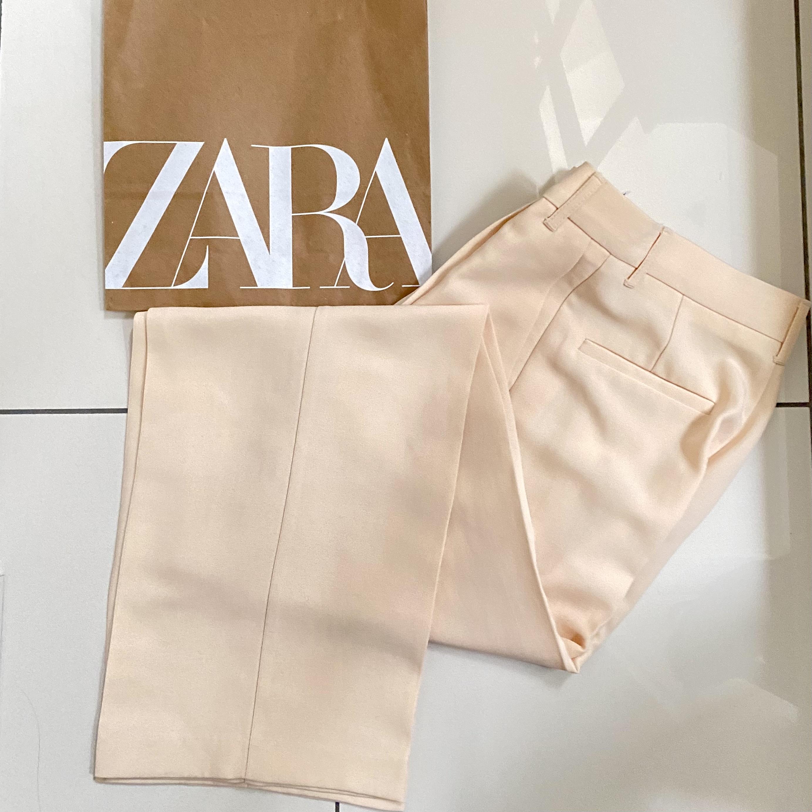 Zara ライトイエローのパンツ