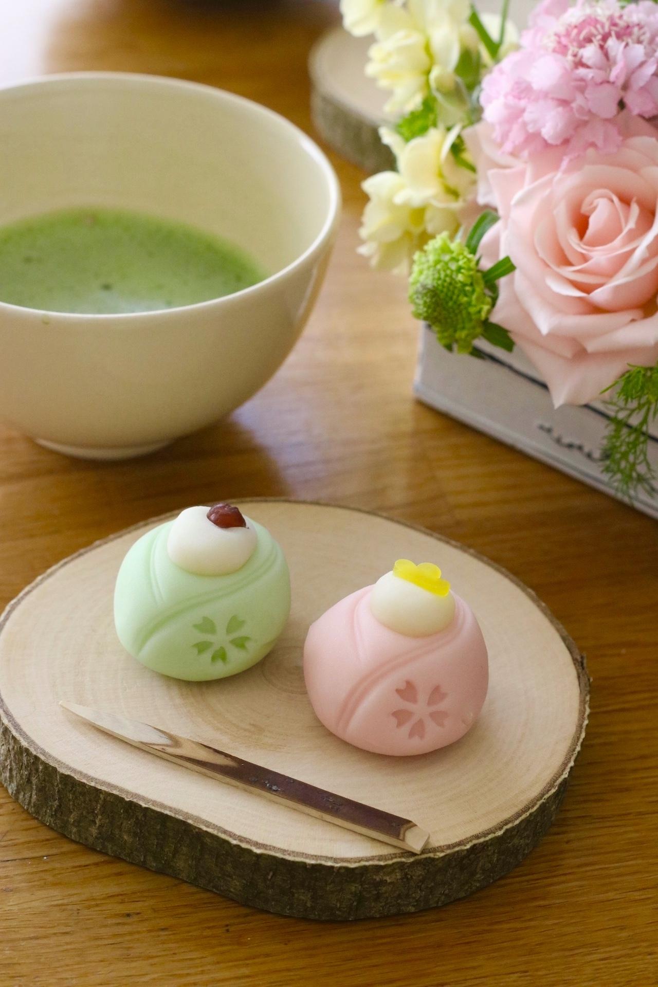 ひなまつりの和菓子と抹茶