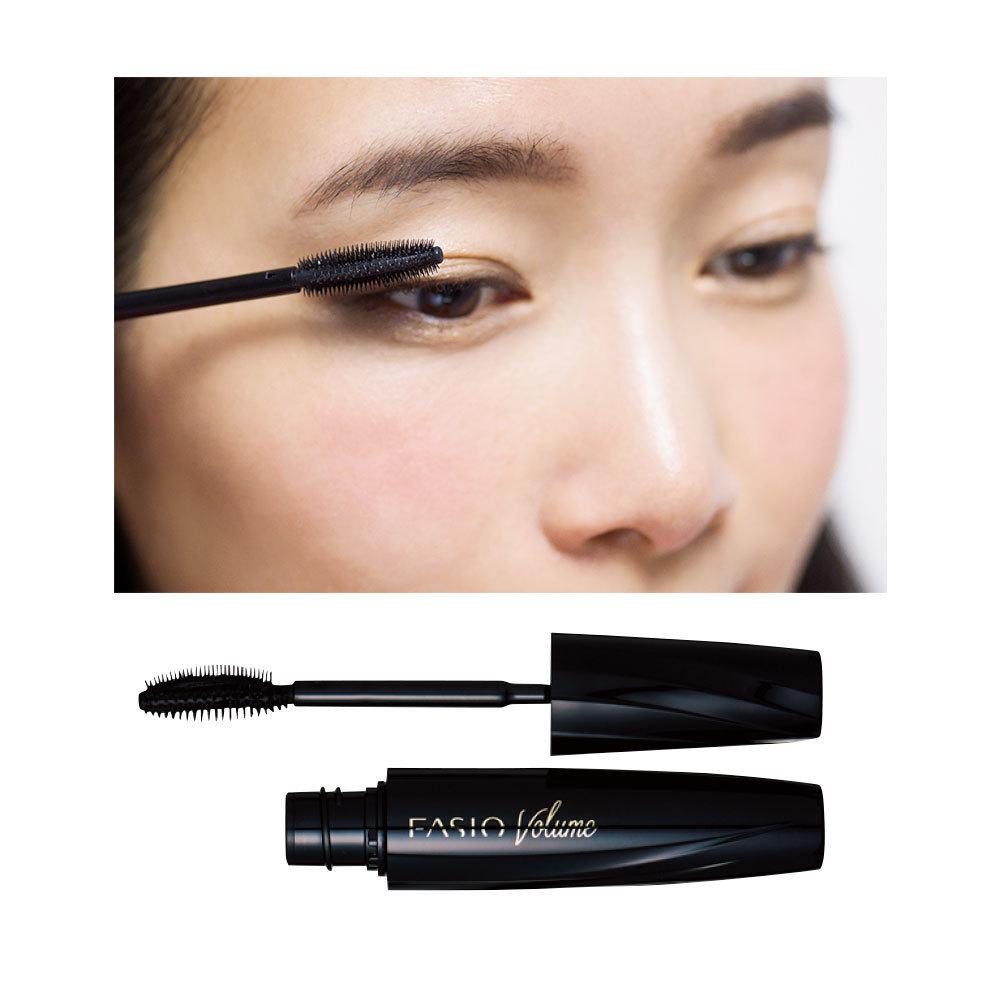 ビューラーいらずでもまつ毛が上がるカールマスカラを用意。根元からぐっと持ち上げ、毛先をカーブさせるように塗布して、カール感をサポート。まつ毛をとらえるブラシが根元から毛を起こし、カールを持続。ファシオ パワフルカール マスカラ  EX(ボリューム) BK001¥1,200(編集部調べ)/コーセーコスメニエンス