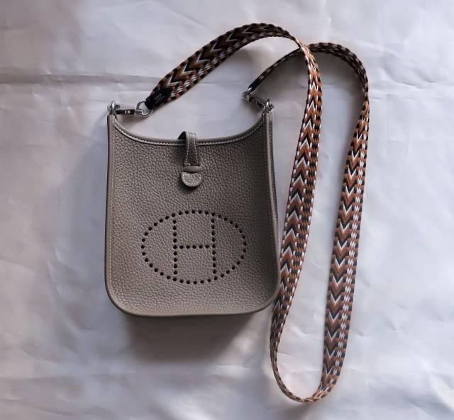 今本当に使えるバッグは、手のひらサイズのポシェット一択!_1_4