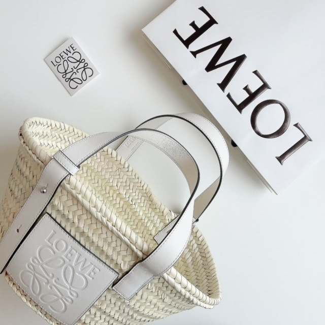 【40代が持つべき名品バッグ】カジュアルコーデに大人の品格を与えるラグジュアリーブランドのバッグの魅力|アラフォーファッション_1_29