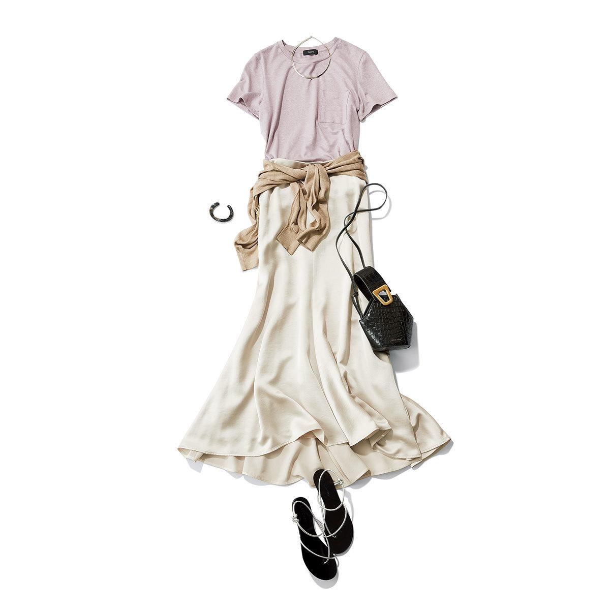 ラベンダー色Tシャツ×ベージュスカートのコーデ