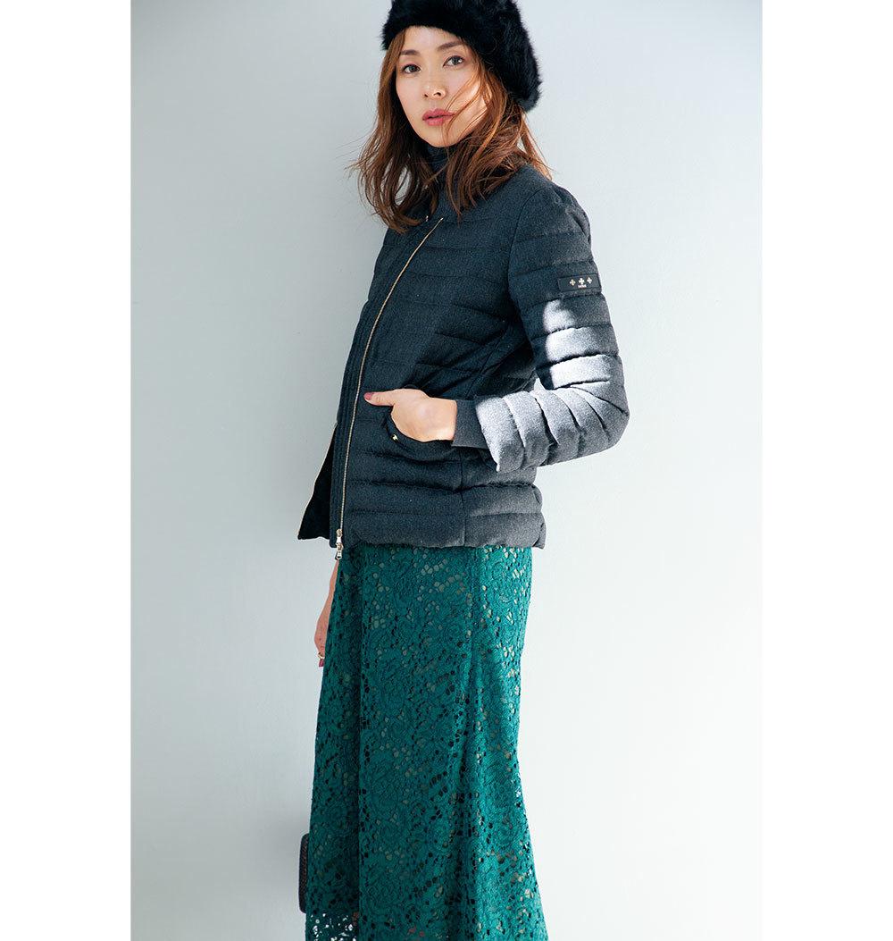 ダウンコート×レーススカートのファッションコーデ