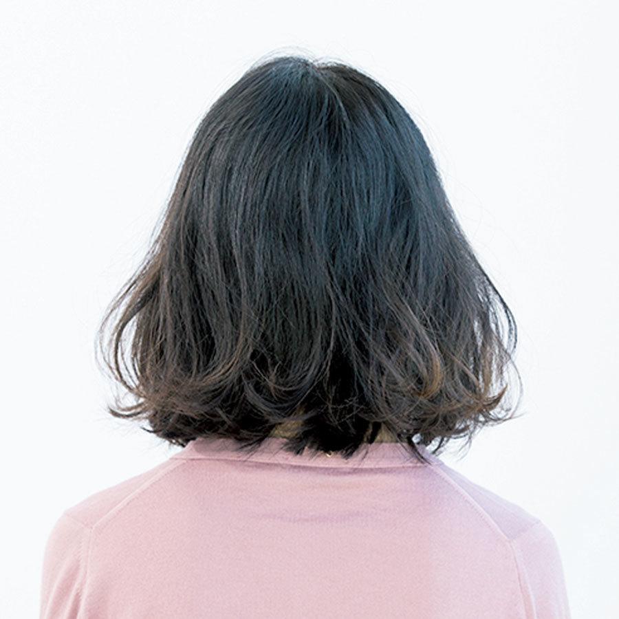 広がる髪をボリュームダウンできる重×ふわミディアム【40代のミディアムヘア】_1_1-3