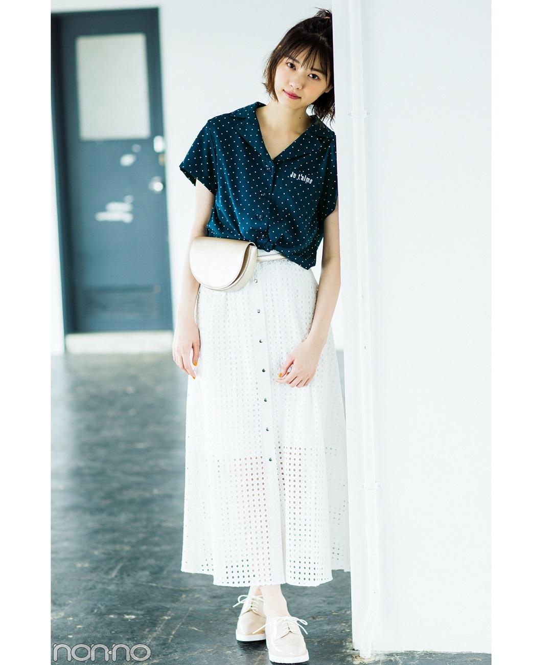 【夏のシャツコーデ】西野七瀬は、開襟シャツで首元をすっきりさせてクリーンな抜け感を