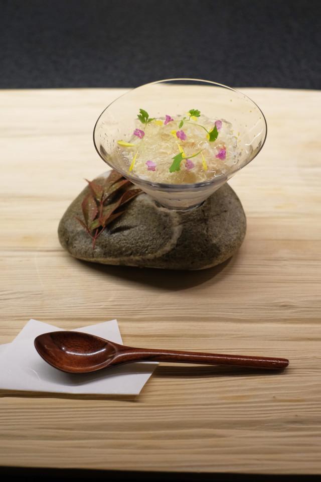 宝:松葉蟹。昆布出汁とシャンパンビネガーのジュレ