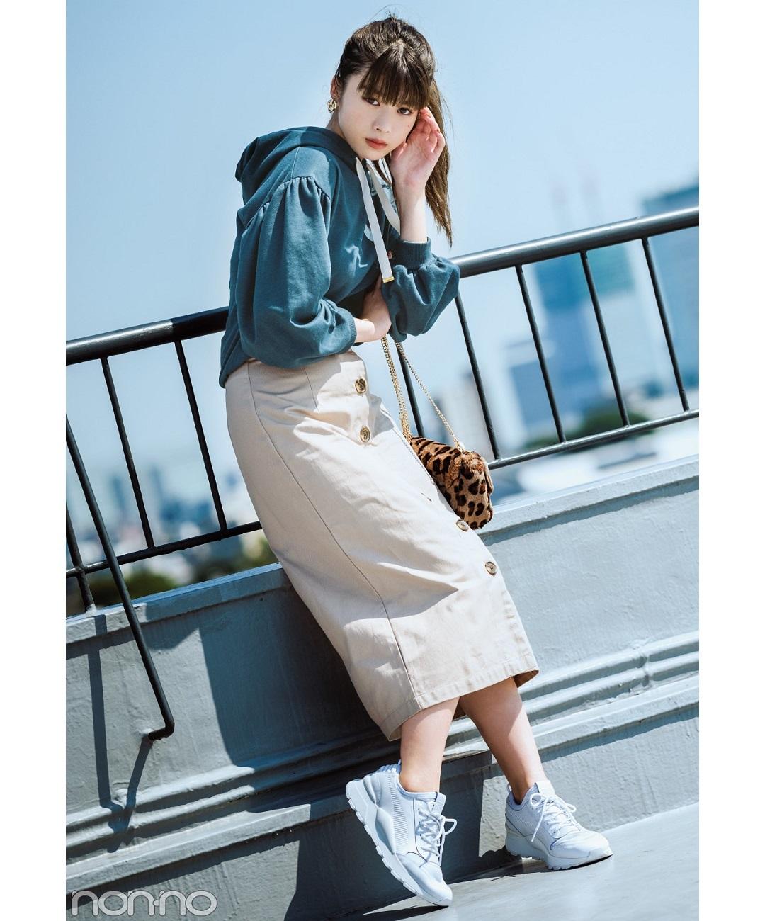 渋め秋色パーカー×タイトスカートでキレイめカジュアルコーデ