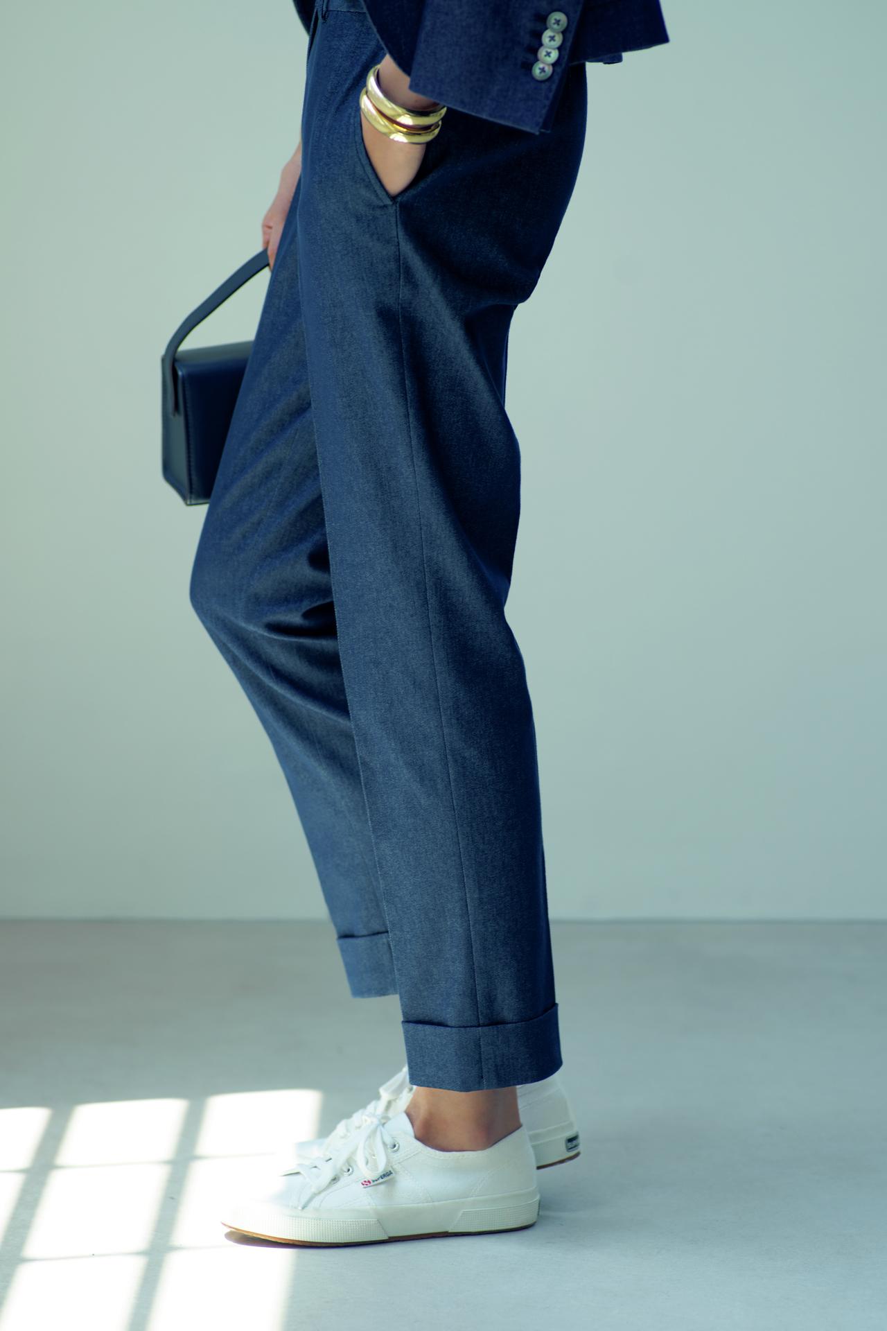 バッグは「きれいめ」、靴はフラットで「ハズす」 TOKYOベーシックスタイル_1_1-4