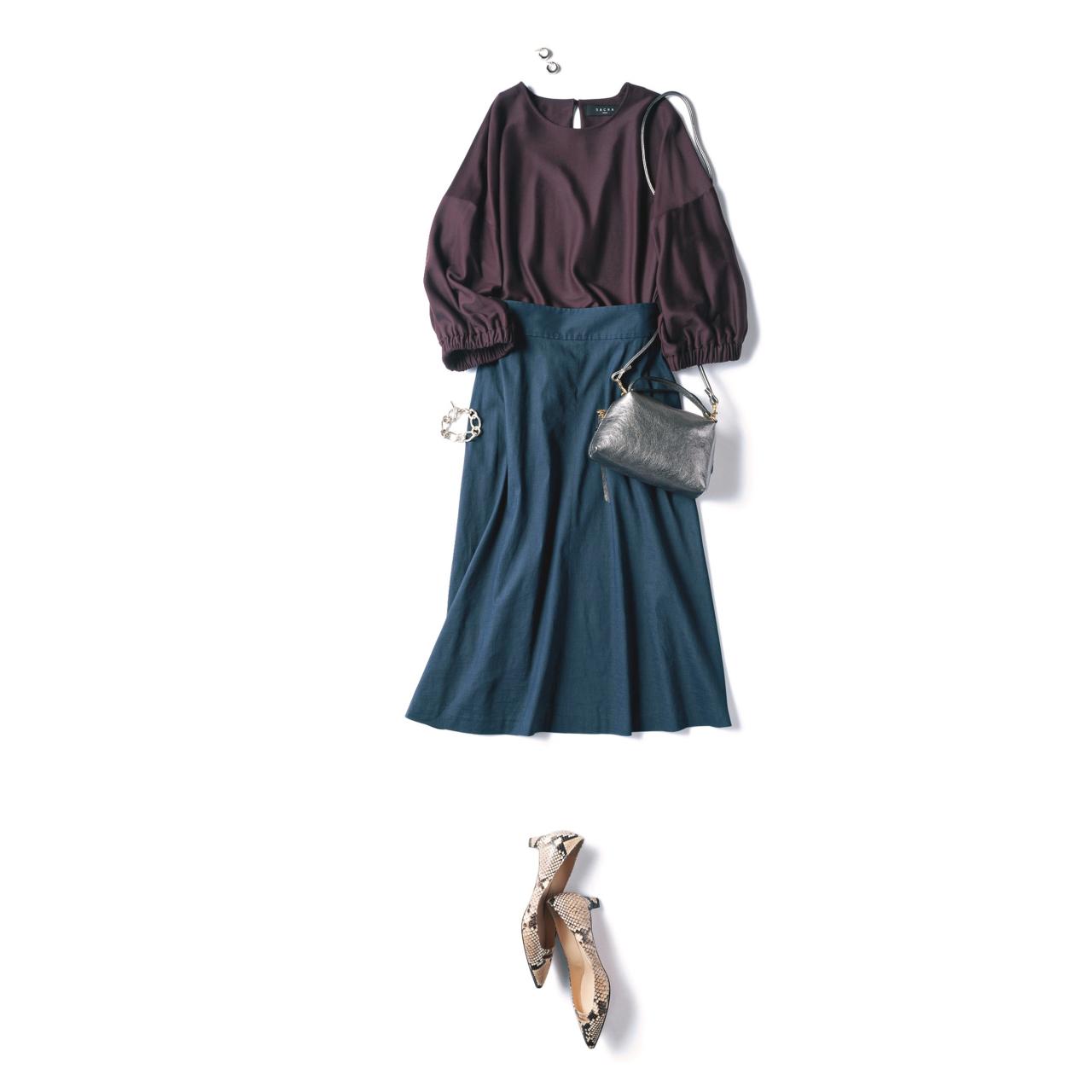 ネイビーのフレアスカート×ブラウスのファッションコーデ