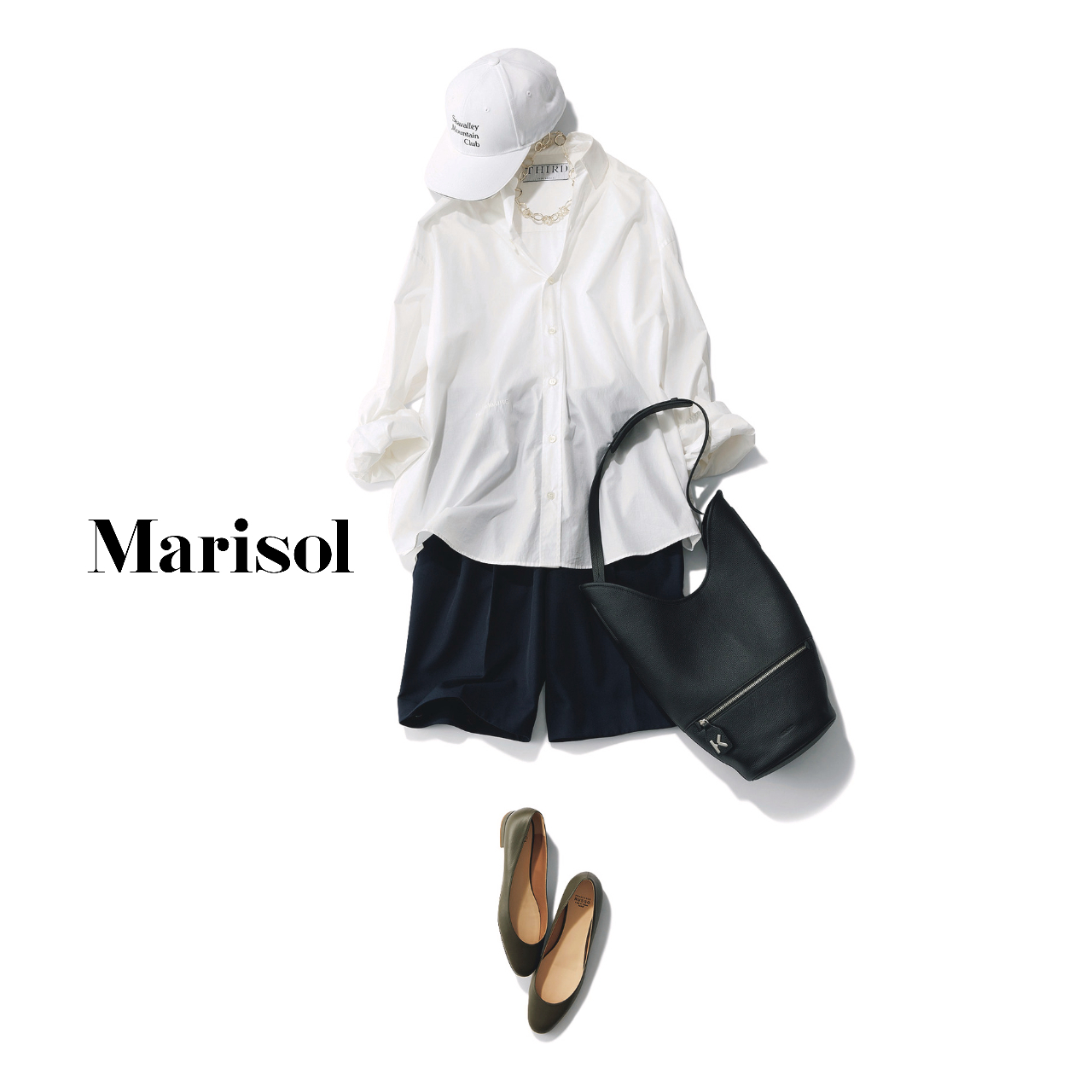 40代ファッション  白シャツ×黒ショートパンツ×キャップコーデ