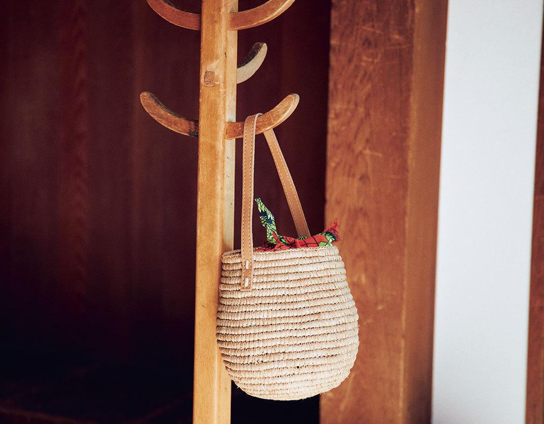 【40代におすすめの夏バッグ】コーデにメリハリを出す2021夏のトレンドバッグとは?|アラフォーファッション_1_5