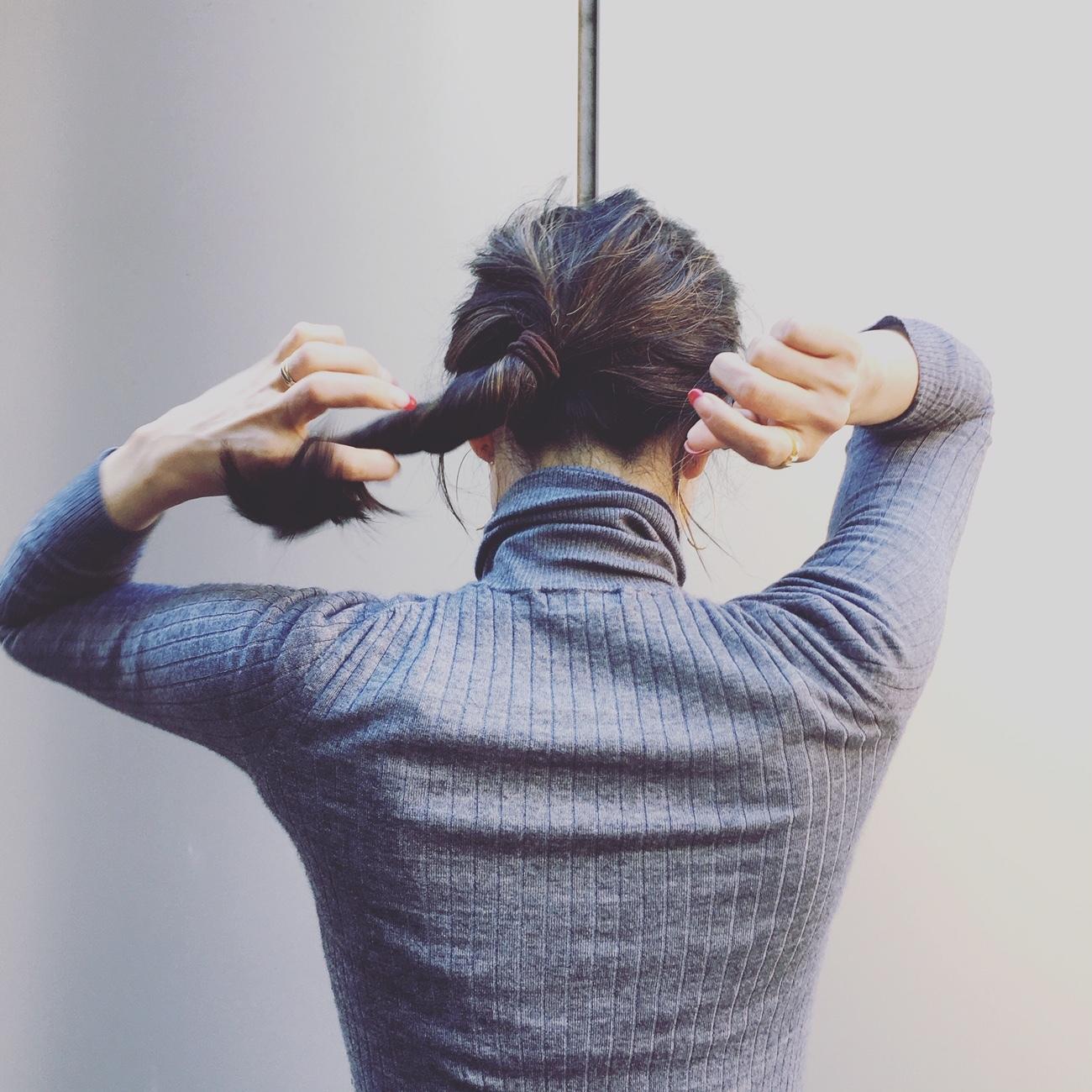 直毛黒髪の私がこなれ無造作ヘアを作るために毎日5分やっていること【エディター坪田あさみのおしゃれと暮らしと時々名品 #03】_1_6-1